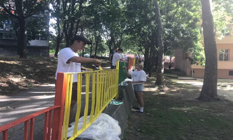"""U.S. Cadets Repaint the Fence of """"The Nightingale"""" Kindergarten in Varna"""