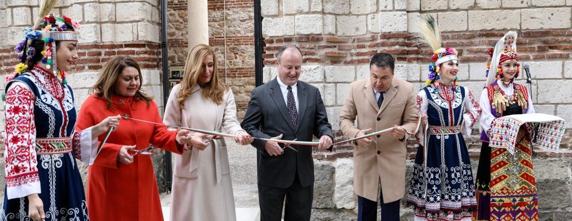 Посланик Рубин и кметът на Несебър официално откриват реставрираната църква в Несебър